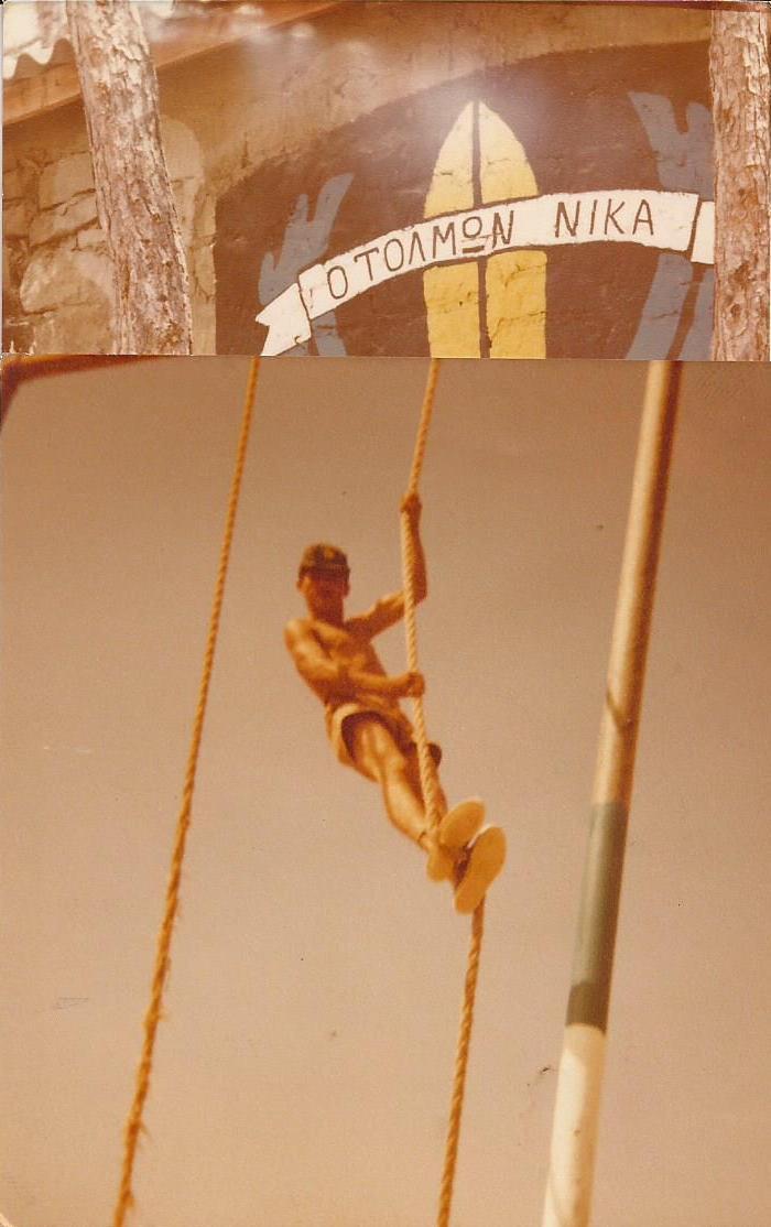 Ο λοκατζής Γεώργ. Σωτ. Σβώλος σε αναρρίχηση σχοινιών στο Σταυροβούνι Κύπρου, 1980