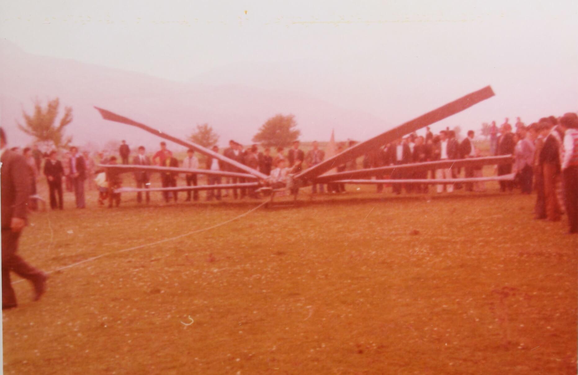 Ο πρώτος ανεμοπτεριστής Κων/νος Κατσόγιαννος σε δοκιμαστική απογείωση στο Ριζάκι Γελάνθης 15-4-1974