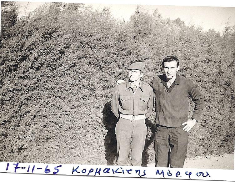 Οι δυο συγχωριανοί, Χρήστος Μανίκας και Γεώργ. Μπαντής στον Κορμακίτη Μόρφου στην Κύπρο
