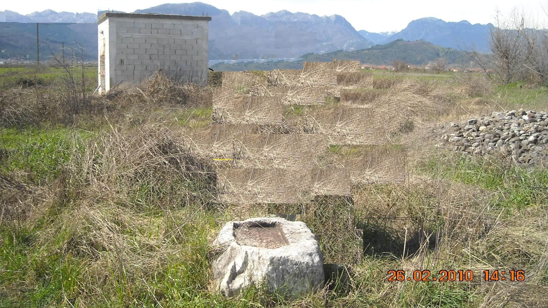 Ογκόλιθος στα Αη-Γιώργια, ίσως του τότε Ι.Ν. Αγίου Γεωργίου. (Φωτο Γεωργ. Μπαντή).